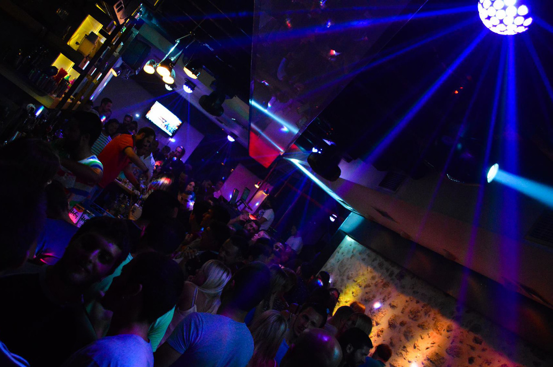 Nightlife in Rethymno. Clubs and dancing bars.